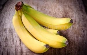緑がかったバナナ